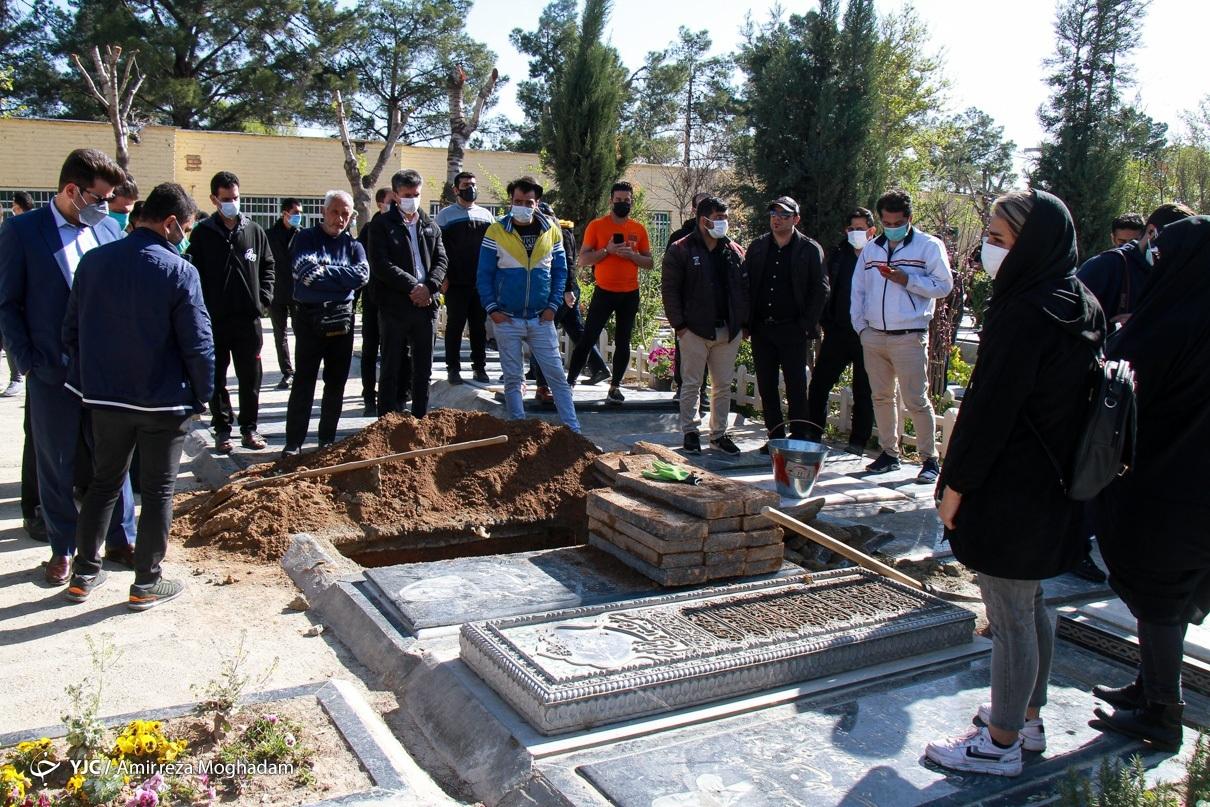 مراسم تدفین مرحومه آزاده نامداری
