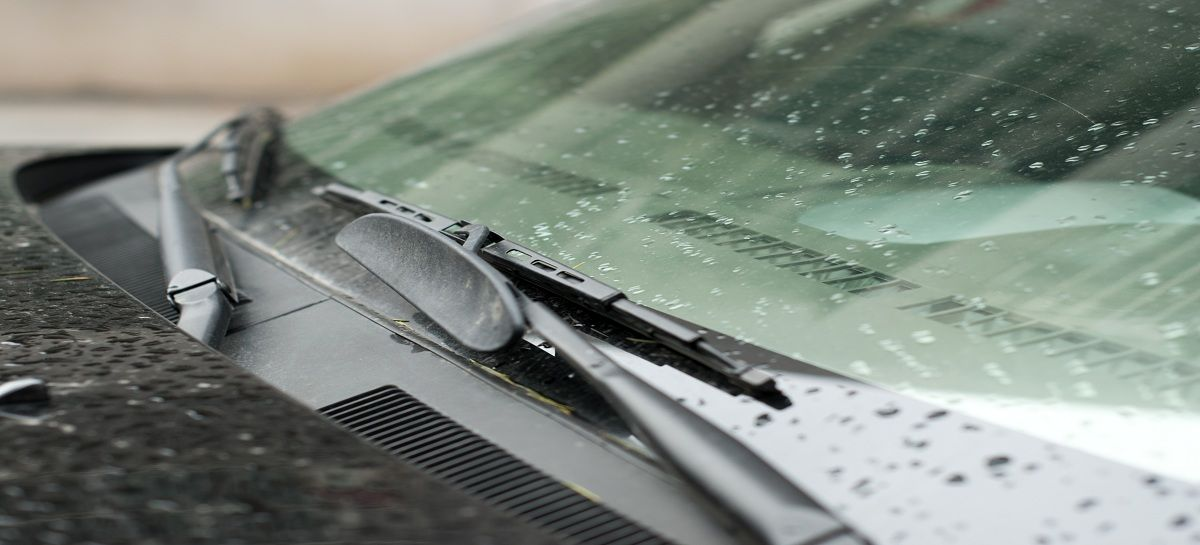 Wiper-Blades-and-Rainy-Day-Repairs1