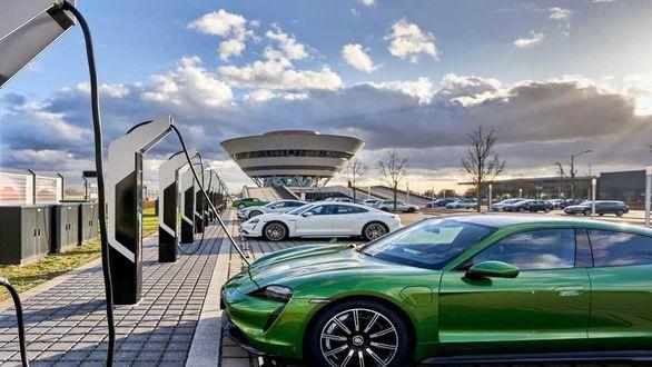 توسعه نصب شارژر خودروهای برقی در پارکینگ ها