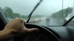 10 توصیه طلایی برای رانندگی در باران