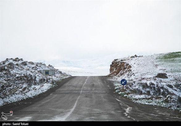 بارش برف و باران در اکثر جاده ها