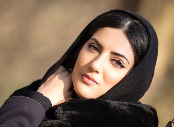 پوشش شاد خانم بازیگر سریال معروف این شب ها
