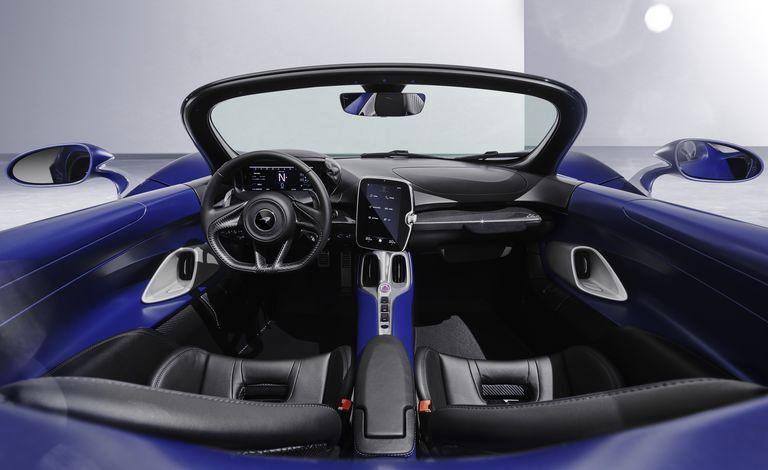 مک لارن الوا شیشه جلو اتومبیل را بدست آورد ، هنوز هیچ سقفی ندارد