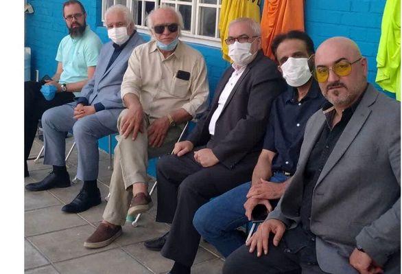حضور مدیرعامل معروف استقلال در تمرین / موج حمایت از فرهاد مجیدی