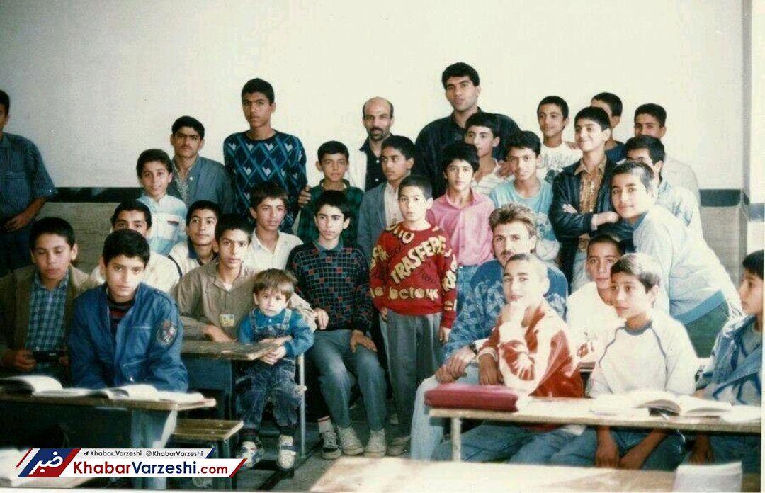عکس| عابدزاده و استقلالیها پشت نیمکت مدرسه!