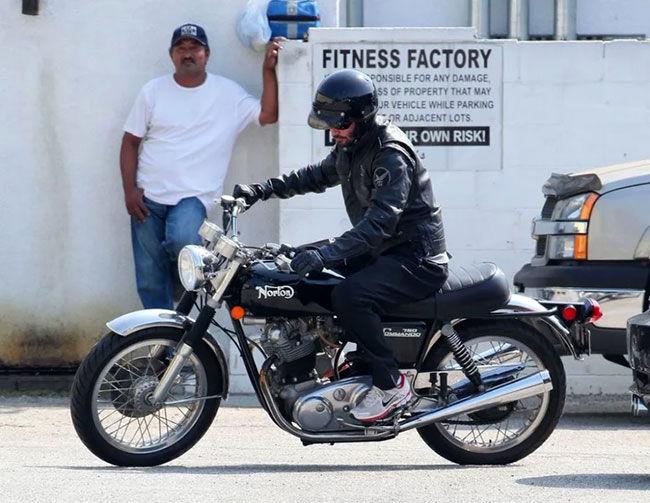 نگاهی به کلکسیون موتورسیکلتهای جذاب کیانو ریووز