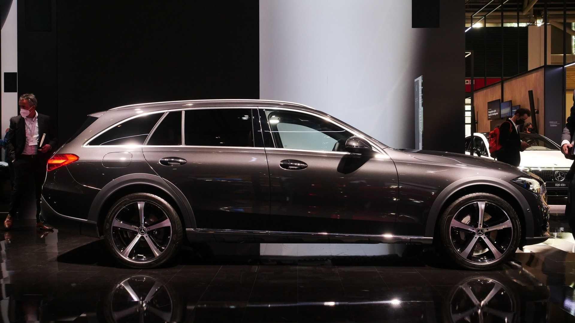 مرسدس بنز c کلاس ۲۰۲۲ در نمایشگاه مونیخ؛ خودرویی با قابلیت آفرود در ابعاد جمع و جور!