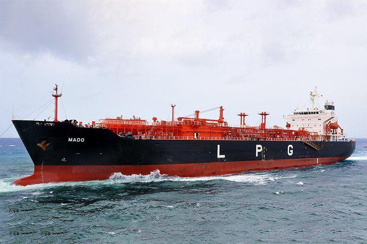 Oil tanker LPG transport کشتی نفت کش ال پی جی