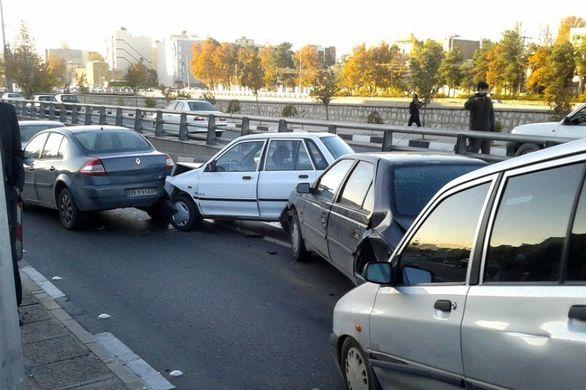 تصادف زنجیره ای 80 خودرو در شیراز (تصاویر)