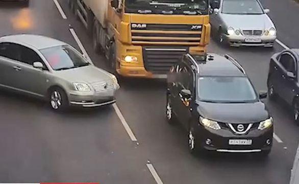 انفجار تایر کامیون + ویدئو