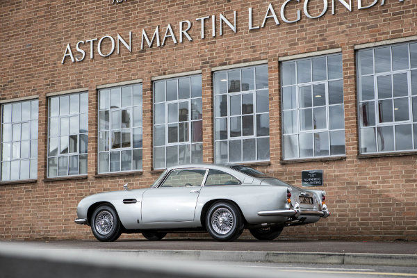 c31c6207-1965-aston-martin-db5-bond-car-35