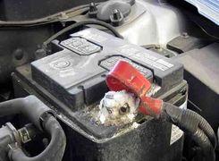آشنایی با نشانه های اولیه خرابی باتری خودرو