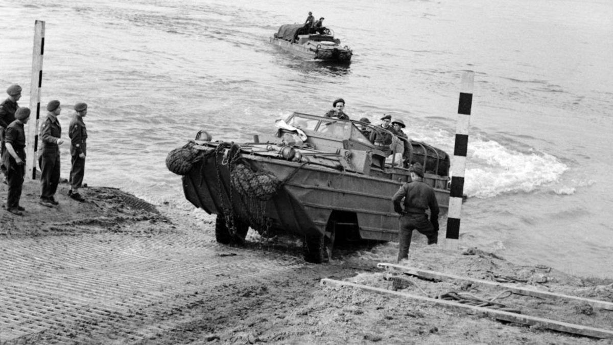 خودروهایی که هم در آب و هم در خشکی حرکت میکنند+تصاویر