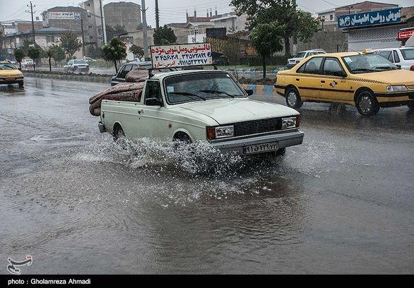 بارش باران برخی معابر تهران را مسدود کرد (جزئیات)