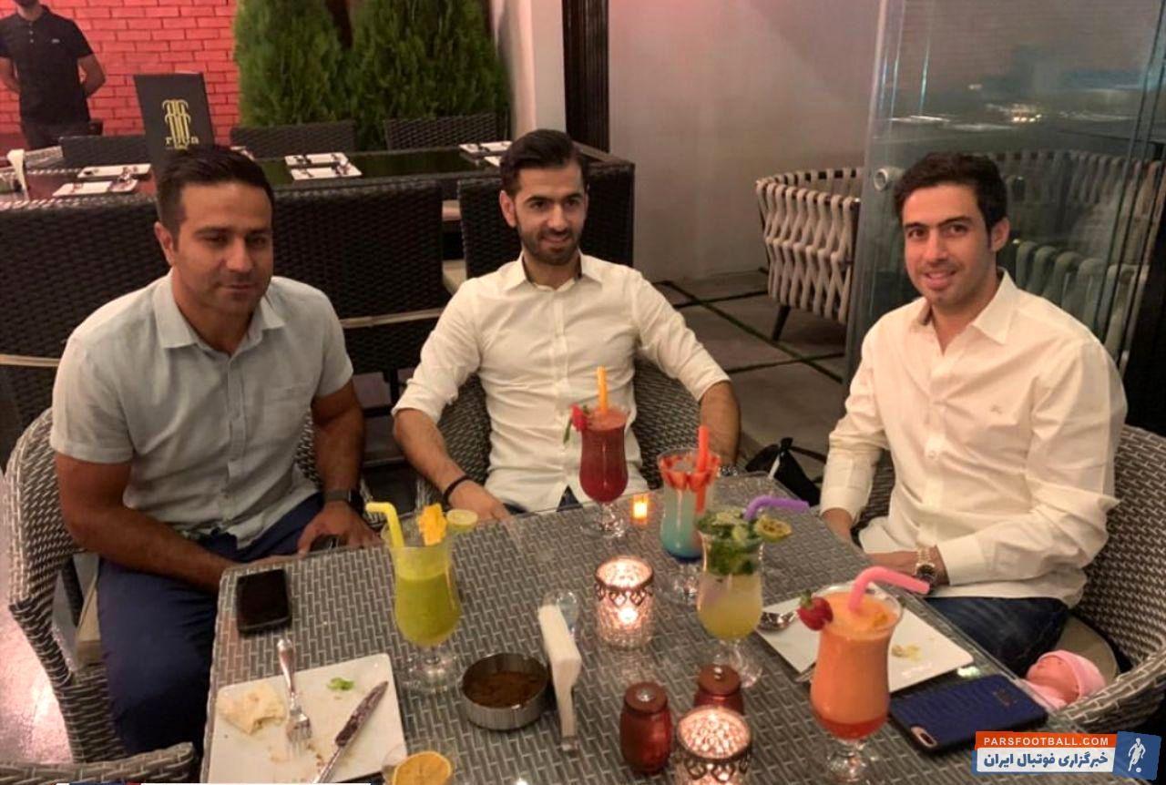 خسرو حیدری که پس از خداحافظی از فوتبال کسب و کار جدیدش را راه انداخته است در مراسم افتتاحیه رستورانش میزبان پژمان منتظری بود.