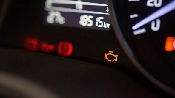 10 دلیل برای روشن شدن چراغ چک خودرو