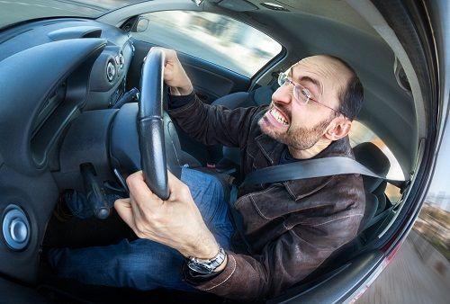 اگر هنگام رانندگی عصبانی می شوید، بخوانید