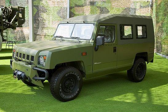خودروی خاص نظامی در خیابان های تهران (عکس)