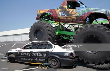 monster truck race  مسابقه خودروهای هیولا