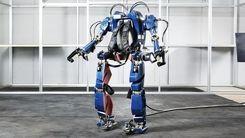 کارگران روبات پوش در خط تولید هیوندای