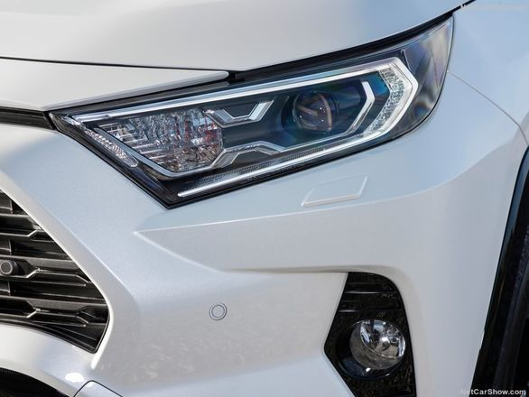 بررسی تویوتا راو4 مدل 2019 + تصاویر