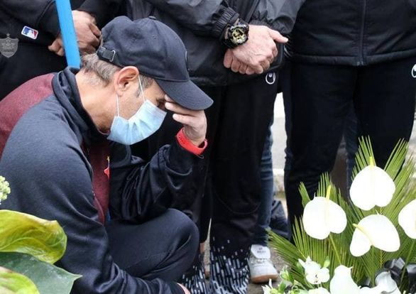 تصاویر  اشک های یحیی و پرسپولیسیها بر مزار میناوند و انصاریان
