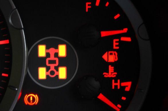 دلایل روشن شدن چراغ 4WD در خودروهای شاسی بلند