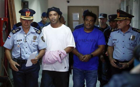 اولین عکس از رونالدینیو در زندان (عکس)