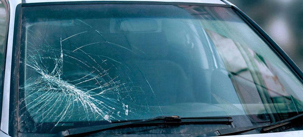 تعویض یا ترمیم؛ راهکار مواجهه با شیشه آسیب دیده خودرو