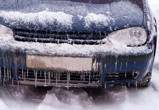 روشن کردن خودروی یخ زده در زمستان