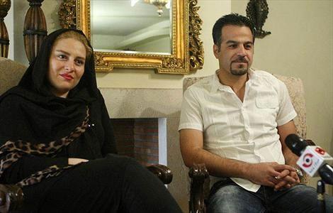 ژست جالب دختر ناصر حجازی در کنار تندیس پدر (عکس)