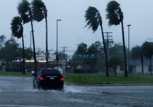 رانندگی در باد شدید و طوفان (راهنما)