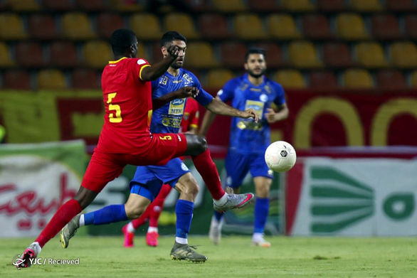 بازیکن فولاد عکس آسیب گردنش در بازی با استقلال را منتشر کرد