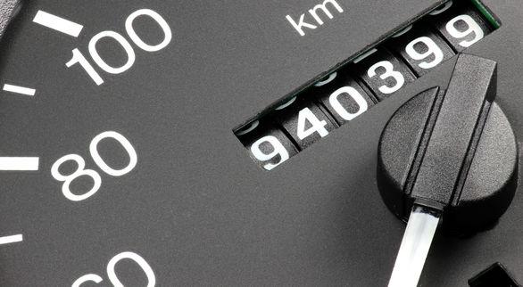 چگونه دستکاری شدن کیلومتر خودرو را بفهمیم؟