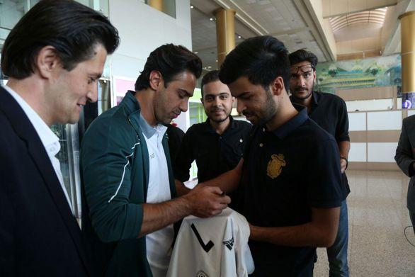 سلفی فرهاد مجیدی با هوادارانش در مشهد (عکس)