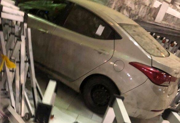 عکس | برخورد یک خودرو به یکی از درهای مسجدالحرام