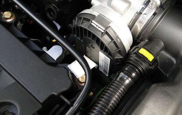 چرا سنسور دریچه گاز خودرو خراب می شود؟ (نحوه تعمیر)